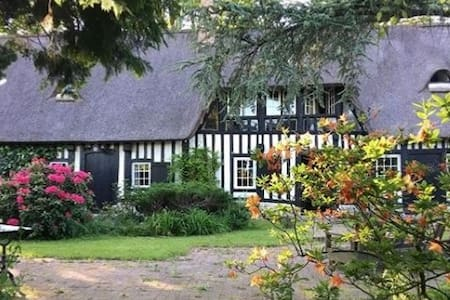 Hobbit House in Normandie - sleeps 6