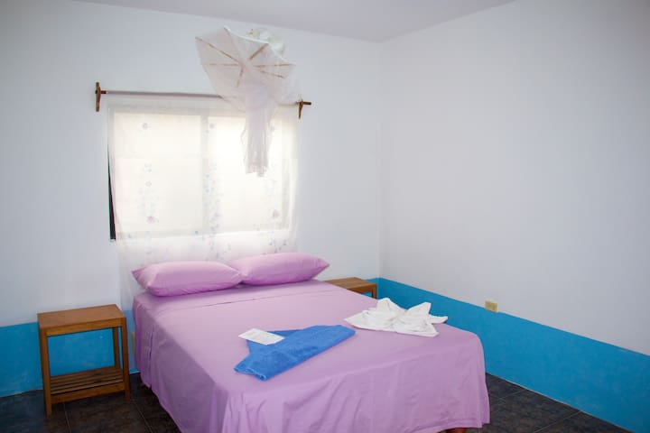 Hostal Suiza, Suite with d/bed  a/c and kitchen