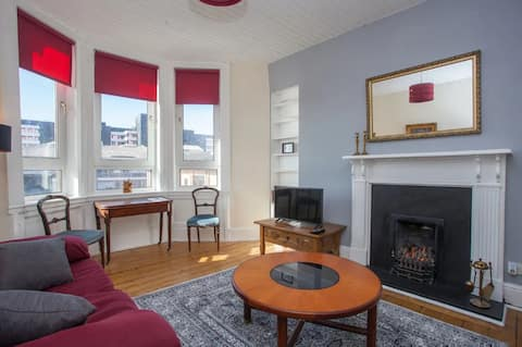 A Beautiful, Elegant 1-bedroom West End Apartment