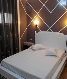 Chambres d'hôtel en plein centre ville