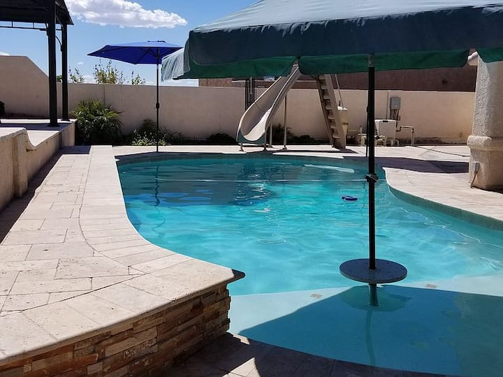 WATERSLIDE POOL HOME 3B/2B CLOSE TO LAKE!!