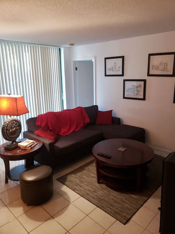 Cozy apt & private room with queen size  mattress