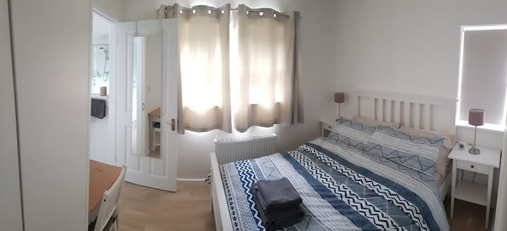 Modern Apartment with Parking, 15min to Cambridge