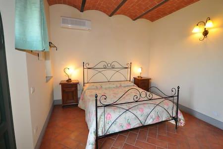 Deliziosa camera matrimoniale con bagno - Cerreto Guidi