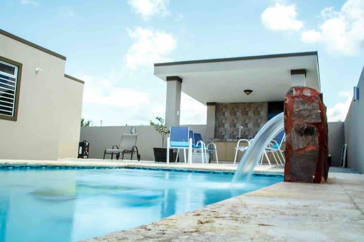 NEW! Villa Mahi, private pool, AC, WiFi, sleeps 8