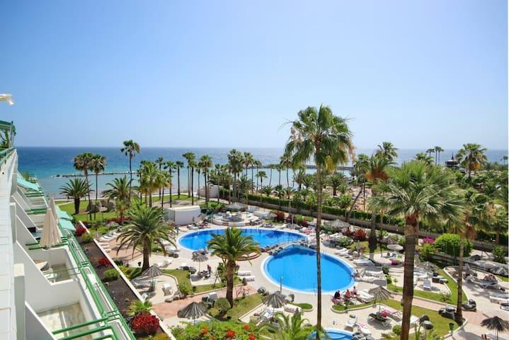 Apartamento Costa Adeje / Tenerife. Primera linea.
