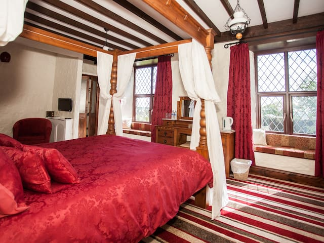Triple Room Ensuite Garden View (Four Poster Bed)