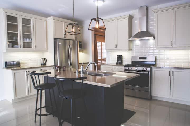 Luxurious Bowmanville Home (Short & Long Term)