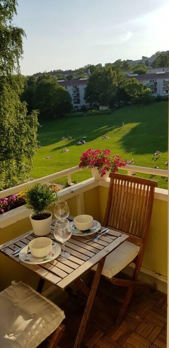 Middag for to på balkongen