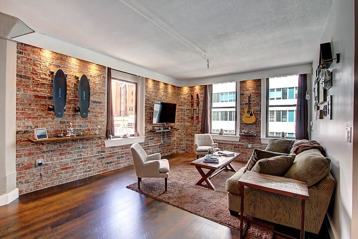 Luxury Loft on 16th st mall