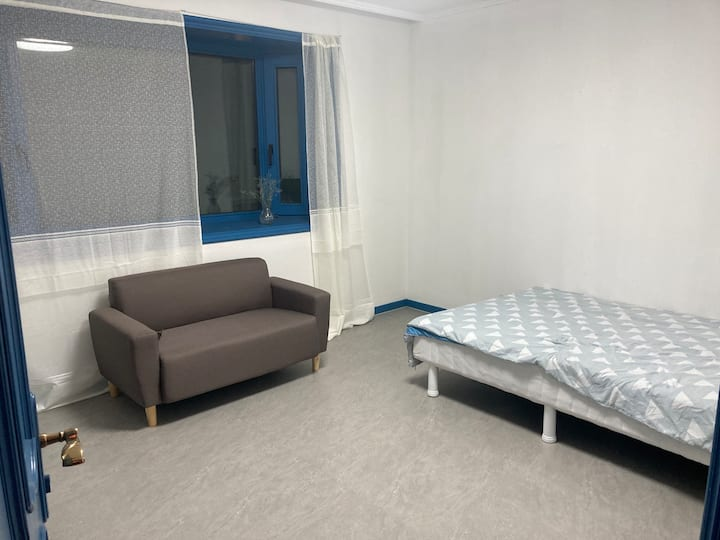 Large Relaxing Room in Central Seoul