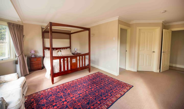 Wattle Grove Homestead Ensuite Bed & Breakfast