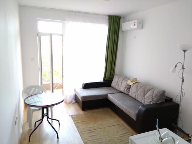 Студия на двоих/троих в тишине Sunny Day 6 AL25/1 - Burgas - Apartament