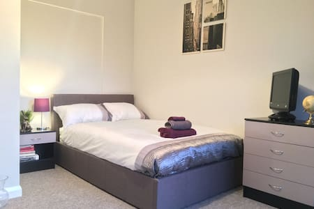 High quality rooms in Castle road area Bedford - Bedford - Дом