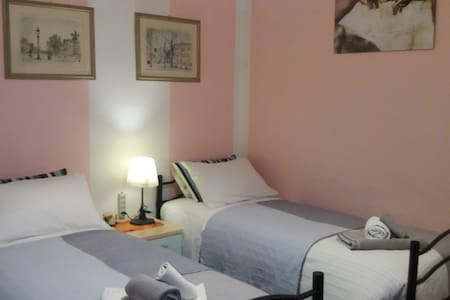 Cozy single or double room in Pisa center