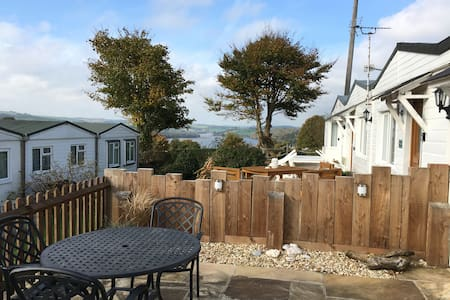 Driftwood Bungalow: Scenic Devon, Beautiful Chalet - Galmpton