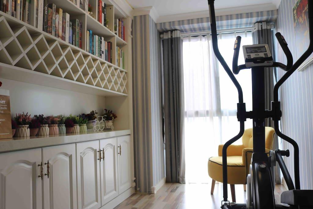 Sweet Home生活吧。配置德国进口椭圆机和休闲沙发。可健身,可阅读