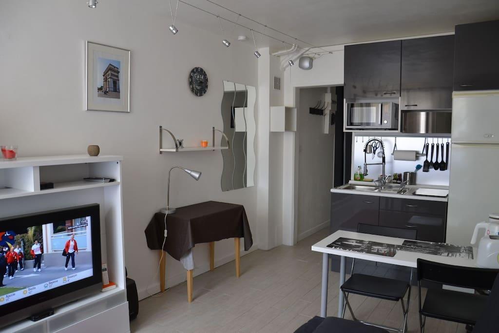 charmant studio proche de paris appartements louer vanves le de france france. Black Bedroom Furniture Sets. Home Design Ideas