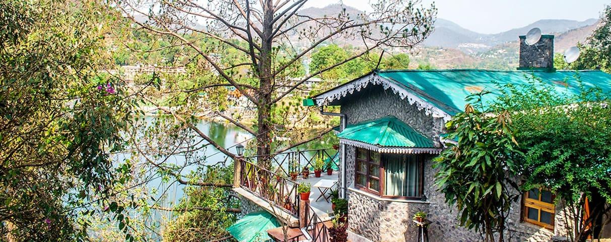 Premium Lake View Room @ Deja vu - Pura Stays - Naukluchiatal