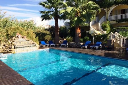 Huge MAISONETTE Apartment for up to 12 with pool - Karşıyaka - Wohnung