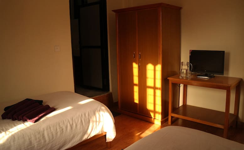 Beautiful Room with Two Single Beds - Pokhara - House