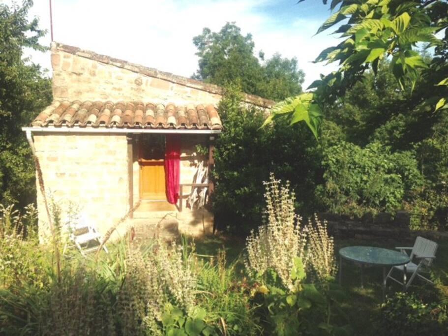 Petite maison avec jardin huizen te huur in saint marcel campes languedoc roussillon midi - Petit jardin newfoundland saint denis ...
