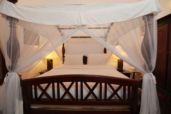 Luxury 5 Star sleeping bedroom 1 on-suite