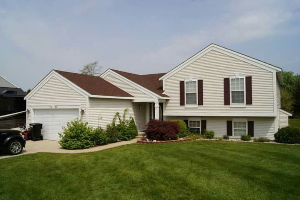 Modern multi level great location houses for rent in for 3 4 houses in michigan