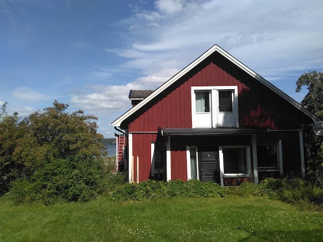 House in the countryside by lake Mälaren