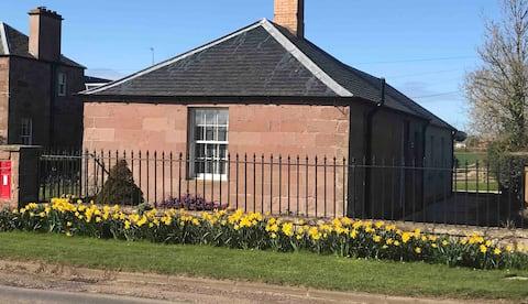 West Lodge, dog friendly, Scottish Borders Cottage