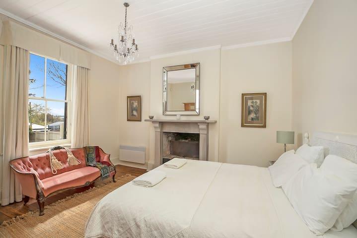 Bedroom 2, King or 2 king singles