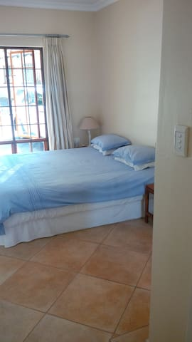 Quiet and Safe 1 bedroom flatlet in Bryanston