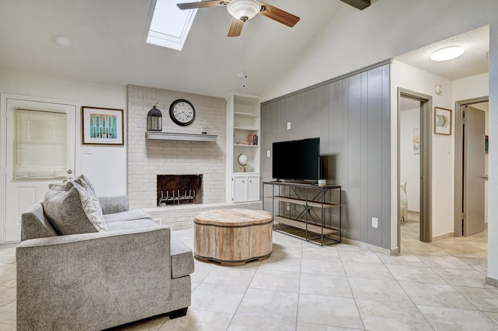 Hutto Home Office Perfect for Business, Leisure or Both