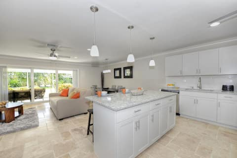 Newly remodeled 5min to beach downtown 9Pools Golf