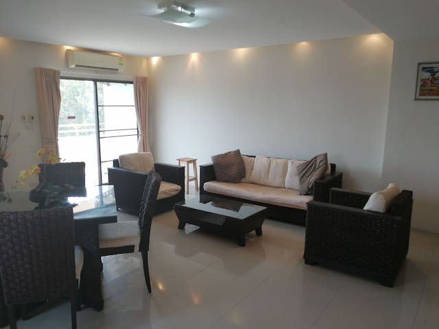 Stylish 1 bedroom condo with pool - Chiang Mai - Apartment