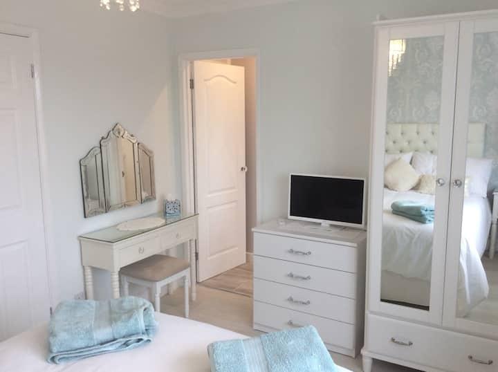 Double bedroom with luxury en-suite.