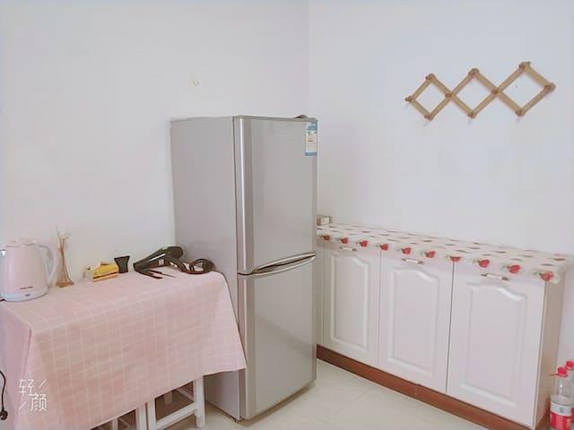 『异国风情日租公寓』浪漫房,该房间以浪漫温馨为主,最适合作为情侣浪漫约会的房间!