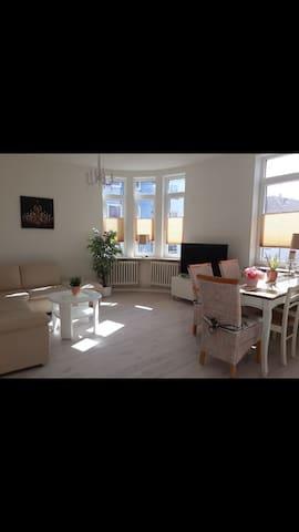 Husum Zentrum. Wohnung. 3 Schlafzimmer. 7 Personen