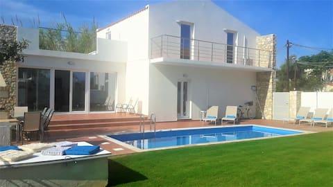 Villa NEFELI with pool near the beach