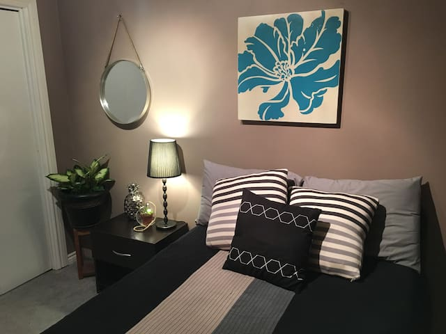 Fredericton Clean & Modern Guest Room - Fredericton - Casa