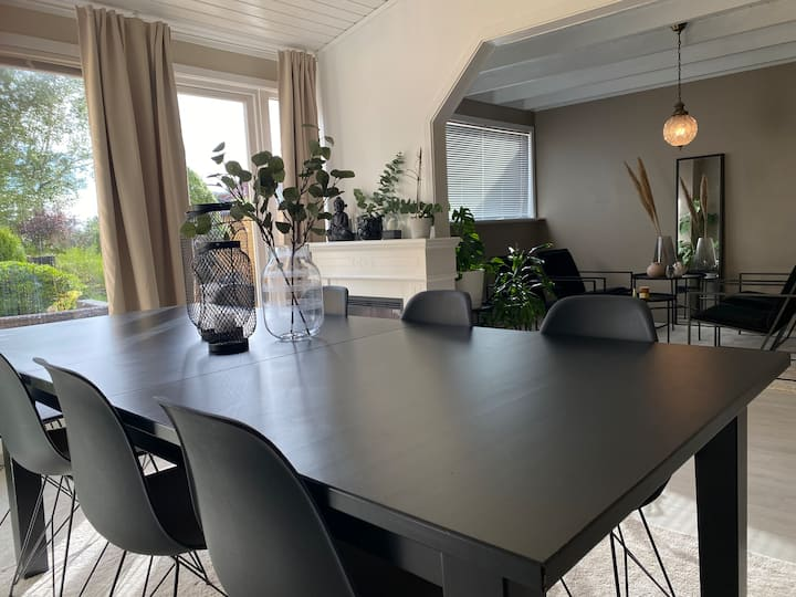 Cozy townhouse 10 min drive from City Centre
