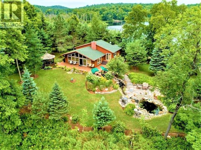 Luxury Muskoka Cottage On Private Peninsula