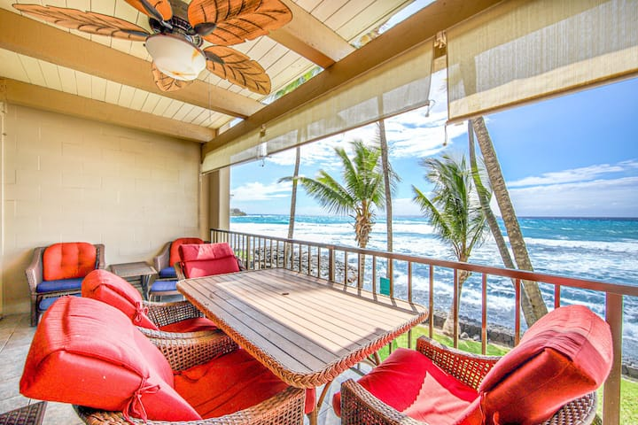 Lovely villa w/ shared pool & hot tub/private lanai/free WiFi, oceanfront!