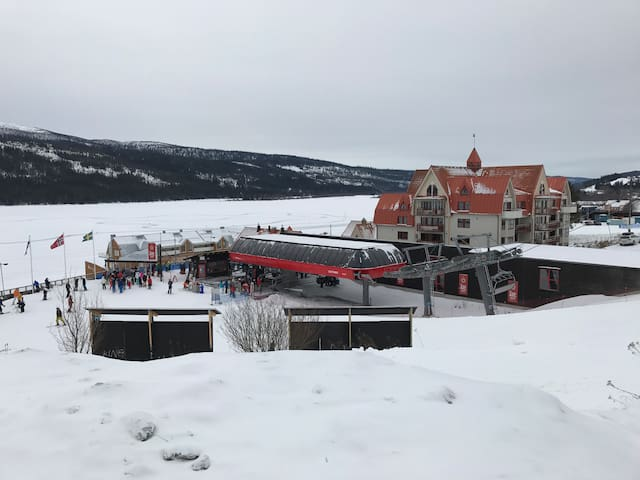 Ski-in/ski-out in the heart of Åre - Åre