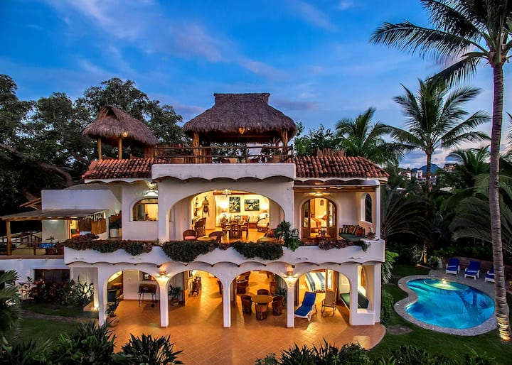 Oceanfront Estate in Best Location | Casa Paloma