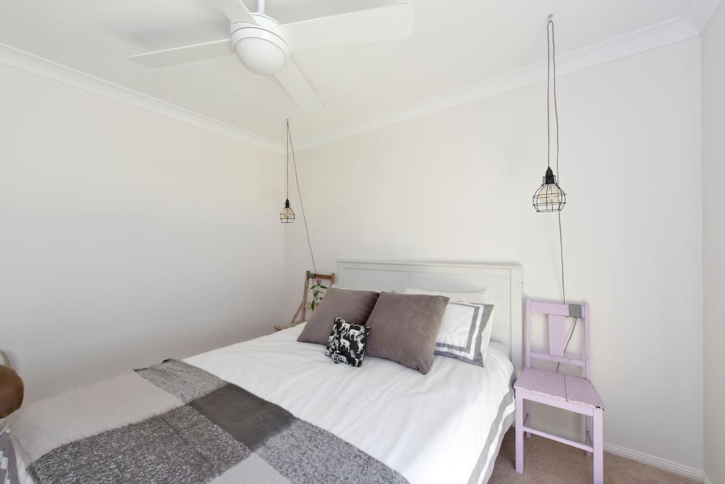 Separate Guest bedroom with Queen bed and fitted with ceiling fan for you comfort.