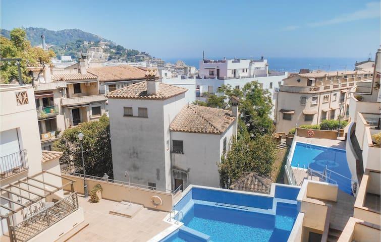 Semi-Detached with 4 bedrooms on 90m² in Tossa de Mar