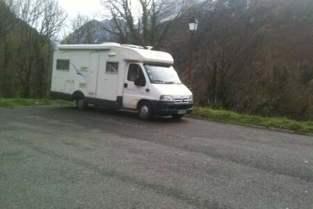 C. Car intégré TRIGANO Riviera - Cette-Eygun
