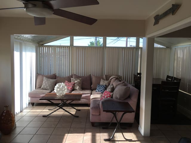 Newport Mesa Bungalow Apartment - Costa Mesa - Flat