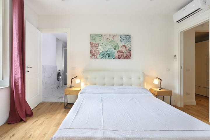 Brand new 3 bedroom apartment near the Accademia